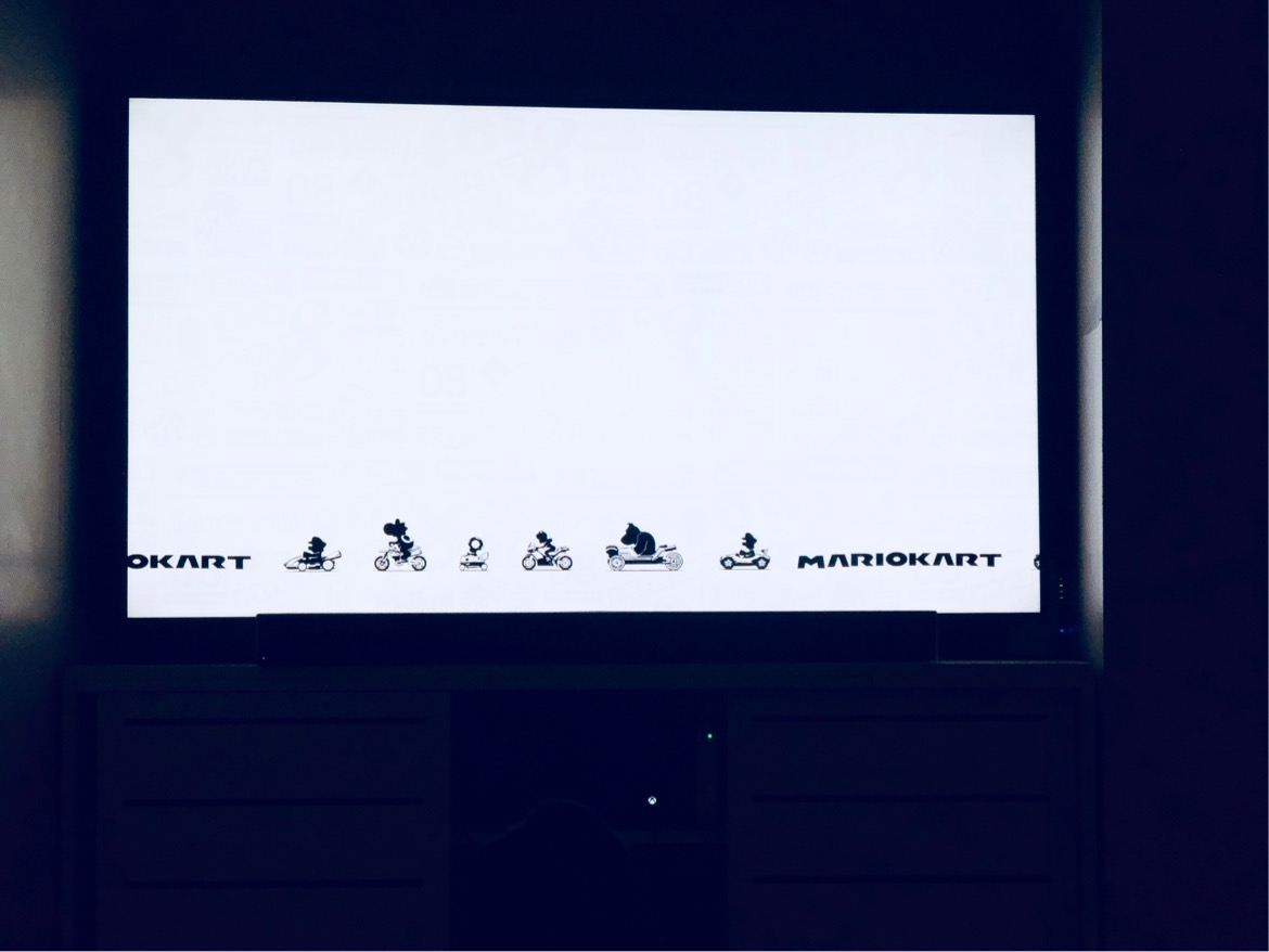 Picture of TV screen showing Mario Kart loading screen